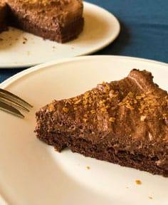 Gâteau de mousse au chocolat sur lit de génoise (sans gluten)